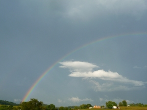 Migrating cloud formation under the rainbow